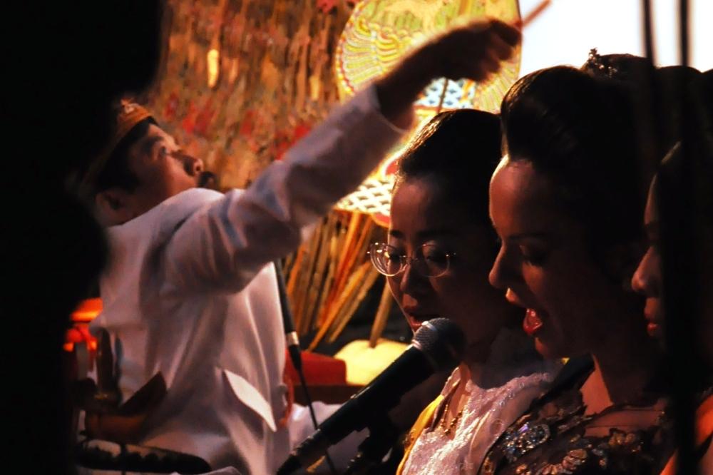 Chanteuse Sinden Agi et Dalang