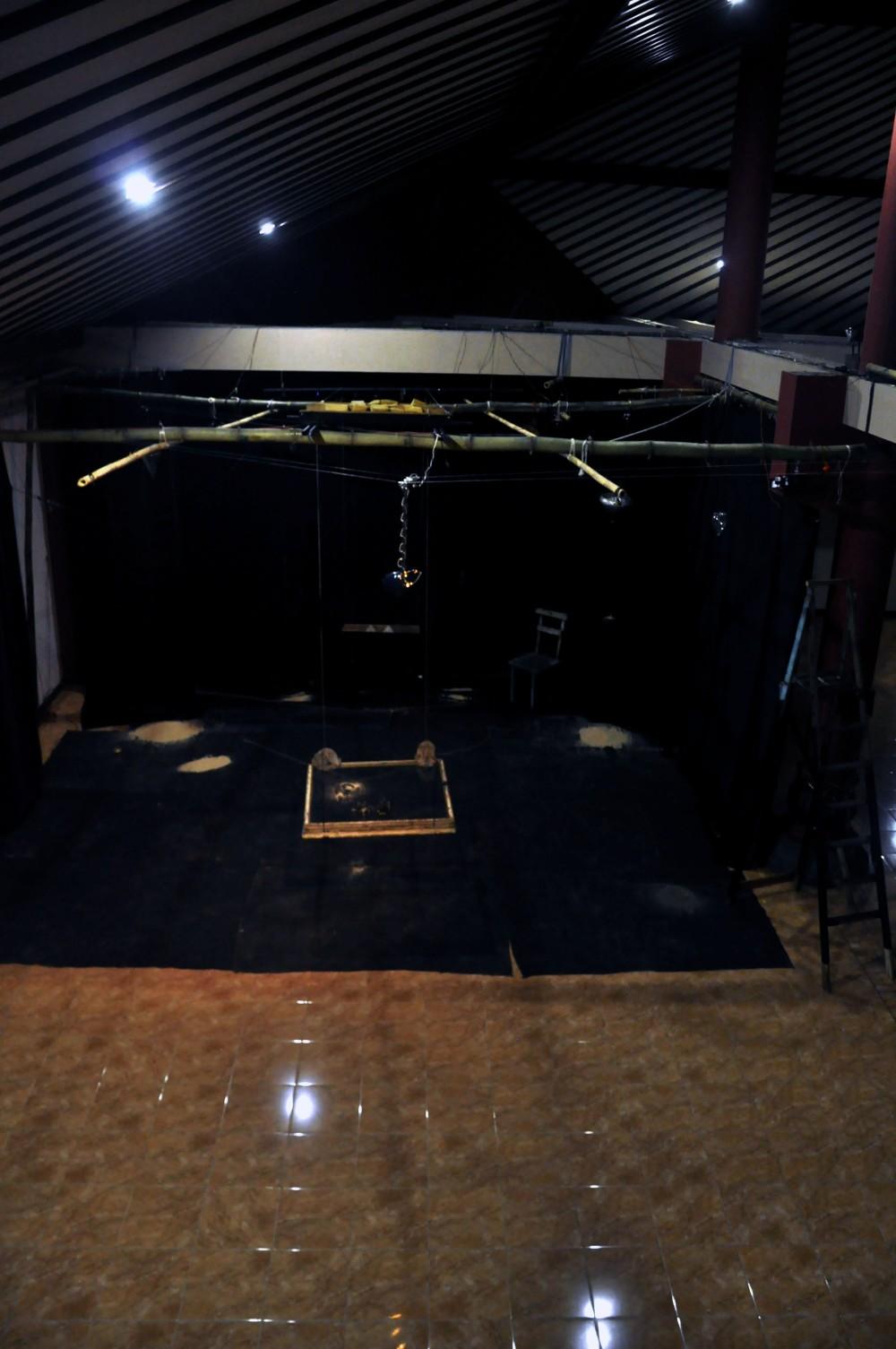 Galeri ISI Surakarta.Boite noir; Automne 2085