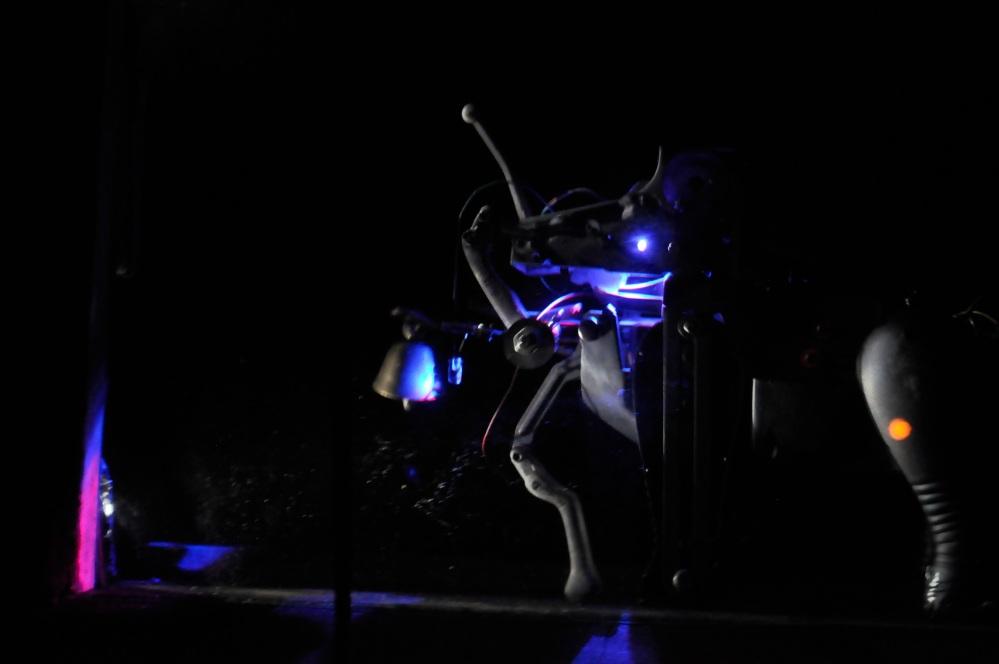 Galeri ISI Surakarta.Nouveau Monstre machine . Automne 2085