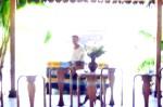 Fourgon dans pendopo  Apercu Gaung a Omah Sinten Solo octobre 2012 le fourgon dans le Pendopo. Automne2085. Théâtre nomade de marionnette et de matière.