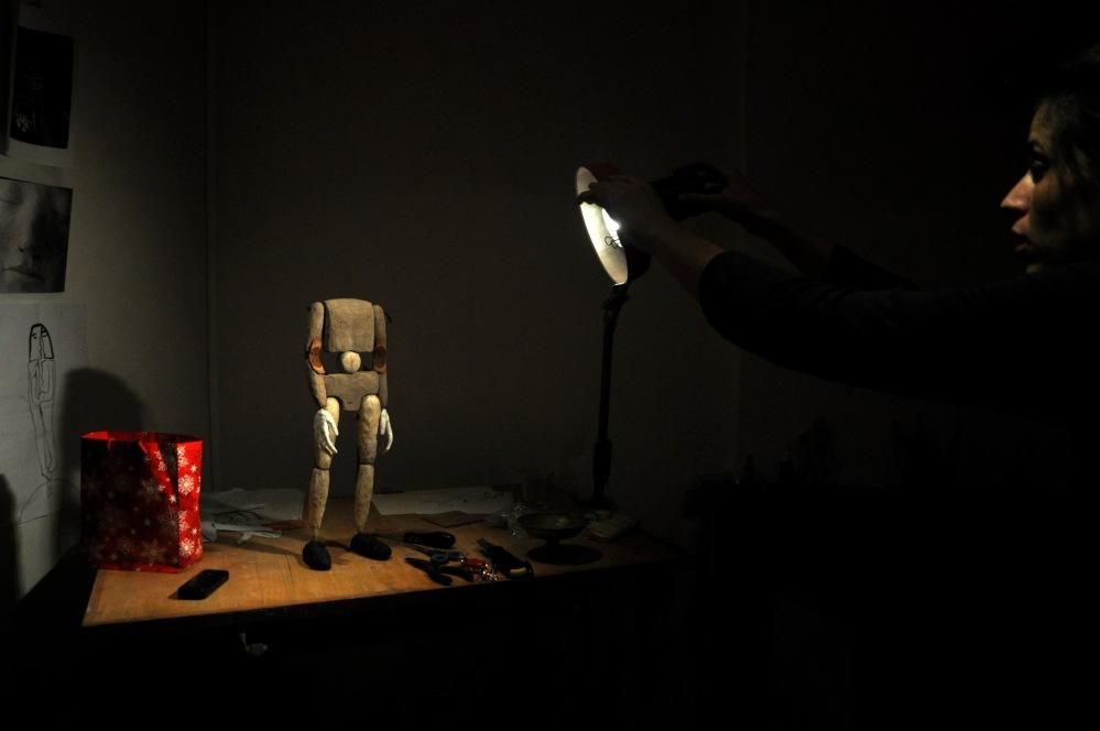 12. Marionnette du pere en construction. L'enfant de la haute Mer- Theatre de Nuit. Automne2085