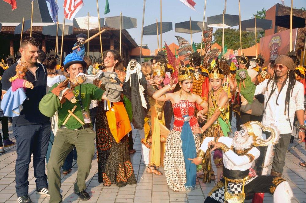 Parade The Neighbours Wayang World Puppet Carnival Jakarta 2013. ITOU Euro Asia Theater