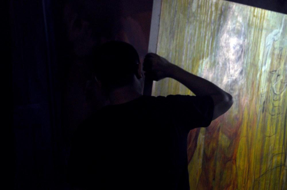 premier pas ds l atelier de KokokP sancoko, le peintre de l hologramme brise en indonesie