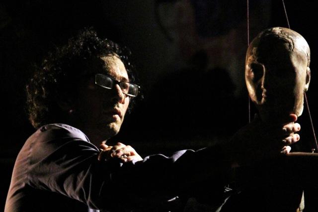 08 Hologramme brise performance ICAN Jogya. Automne 2085 theatre nomade de marionnette et de matiere